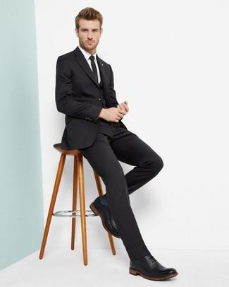 Черные кожаные броги: с чем носить и как сочетать: Черный костюм-тройка в паре с белой классической рубашкой поможет создать стильный и привлекательный образ. Если сочетание несочетаемого импонирует тебе не меньше, чем безвременная классика, дополни этот наряд черными кожаными брогами.