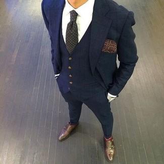 Как и с чем носить: темно-синий костюм-тройка в клетку, белая классическая рубашка, темно-коричневые кожаные монки с двумя ремешками, темно-серый галстук в горошек