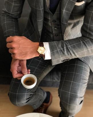 Как и с чем носить: темно-серый костюм-тройка в клетку, белая классическая рубашка, коричневые кожаные оксфорды, темно-синий галстук