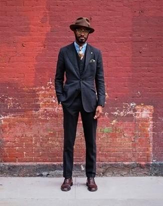 Как и с чем носить: черный костюм-тройка, голубая классическая рубашка, темно-красные кожаные туфли дерби, коричневая шерстяная шляпа