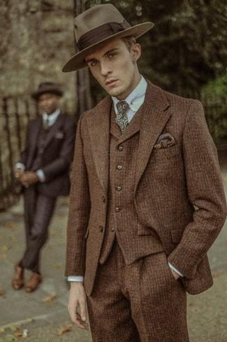 Как и с чем носить: коричневый шерстяной костюм-тройка, голубая классическая рубашка, коричневая шерстяная шляпа, оливковый галстук с принтом