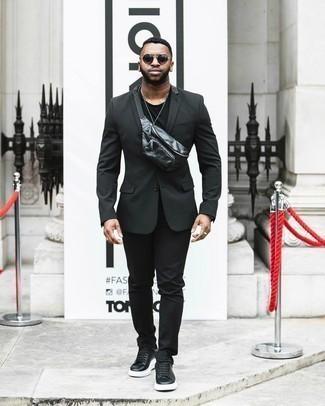 С чем носить черные носки мужчине: Ансамбль из черного костюма и черных носков — отличный пример современного городского стиля. Вкупе с этим образом органично смотрятся черно-белые кожаные низкие кеды.