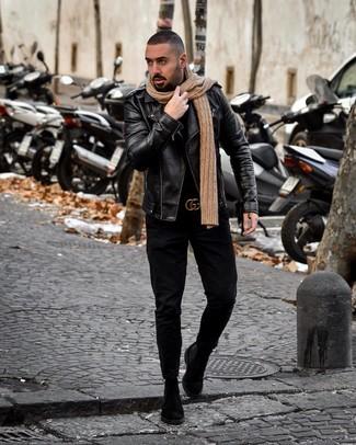 Как и с чем носить: черная кожаная косуха, черная водолазка, черные джинсы, черные замшевые ботинки челси