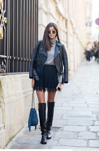 Модный лук: Черная кожаная косуха, Серая водолазка, Черная кружевная короткая юбка-солнце, Черные кожаные ботфорты