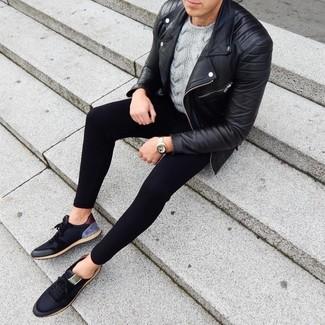 Как и с чем носить: черная кожаная косуха, серый вязаный свитер, черные спортивные штаны, черные низкие кеды