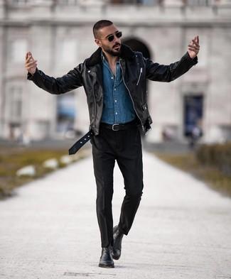 Как и с чем носить: черная кожаная косуха, синяя джинсовая рубашка, черные брюки чинос, черные кожаные ботинки челси