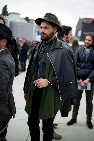 Как и с чем носить: черная кожаная косуха, оливковый кардиган с отложным воротником, черная рубашка с длинным рукавом в мелкую клетку, черные зауженные джинсы