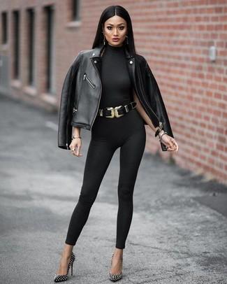 Как и с чем носить: черная кожаная косуха, черный комбинезон, черные кожаные туфли с шипами, черный кожаный пояс