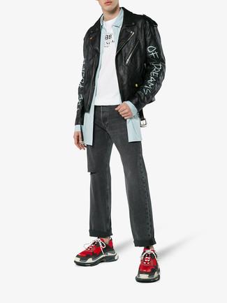 Как и с чем носить: черная кожаная косуха с принтом, голубая рубашка с длинным рукавом в вертикальную полоску, бело-черная футболка с круглым вырезом с принтом, темно-серые рваные джинсы