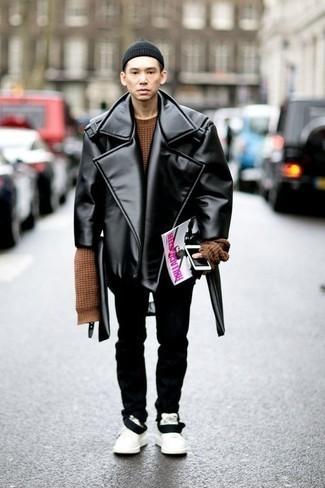 С чем носить коричневый свитер с круглым вырезом мужчине: Коричневый свитер с круглым вырезом и черные брюки чинос — неотъемлемые вещи в гардеробе стильного жителя мегаполиса. Любишь дерзкие решения? Можешь завершить свой лук белыми низкими кедами из плотной ткани.