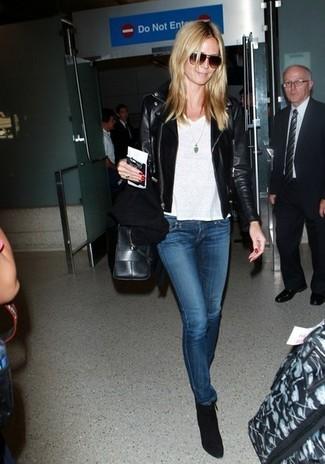 косуха футболка с круглым вырезом джинсы скинни ботильоны большая сумка солнцезащитные очки large 5239