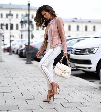 Светло-коричневые кожаные туфли: с чем носить и как сочетать: Если превыше всего ты ценишь комфорт и функциональность, попробуй дуэт розовой кожаной косухи и белых узких брюк. В тандеме с этим ансамблем наиболее уместно смотрятся светло-коричневые кожаные туфли.
