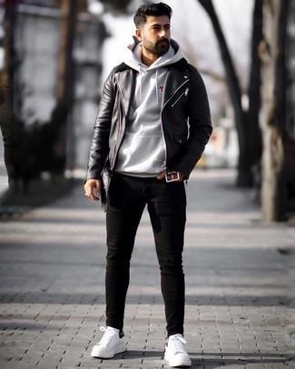 Мужские луки: Сочетание черной кожаной косухи и черных зауженных джинсов пользуется особым спросом среди ценителей комфорта. Завершив лук бело-черными кожаными низкими кедами, получим приятный результат.