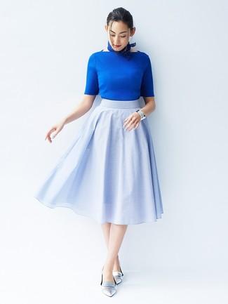 Как и с чем носить: синяя кофта с коротким рукавом, голубая пышная юбка, серебряные кожаные лоферы, синяя бандана