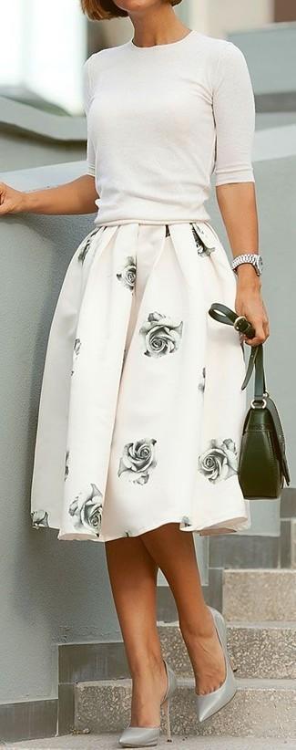 Как и с чем носить: белая кофта с коротким рукавом, белая пышная юбка с цветочным принтом, серые кожаные туфли, оливковая кожаная сумка через плечо