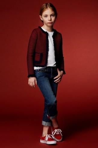 Как и с чем носить: красная куртка, белая футболка, темно-синие джинсы, красные кеды