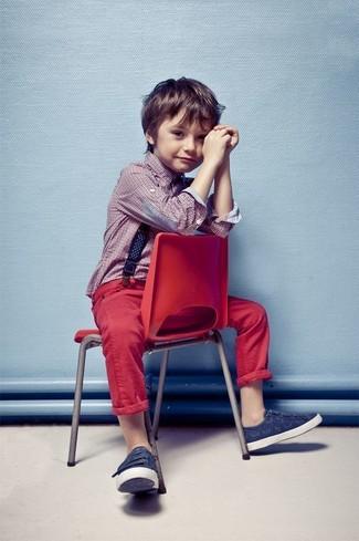 Как и с чем носить: красная рубашка с длинным рукавом, красные джинсы, темно-синие кеды