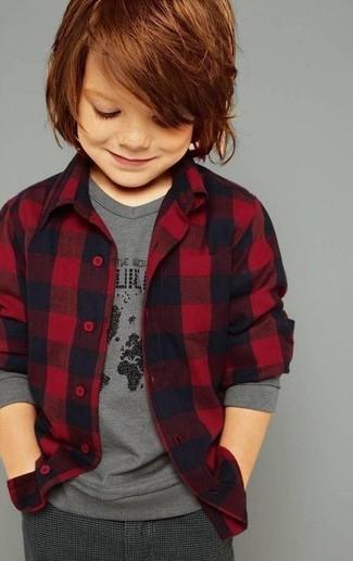 Как и с чем носить: красная фланелевая рубашка с длинным рукавом, серая футболка с длинным рукавом, темно-серые брюки