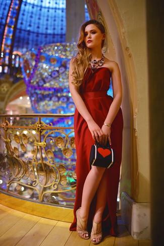 Модный лук: Красное вечернее платье, Светло-коричневые босоножки на каблуке в сеточку, Красно-черный клатч, Красное колье