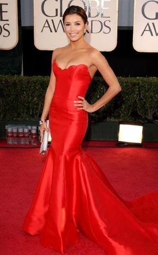 красное вечернее платье серебряный клатч серебряный браслет large 22913