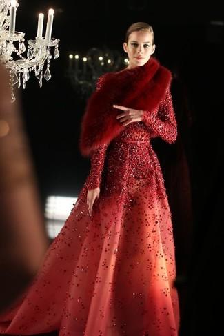Модный лук: Красное вечернее платье с пайетками, Красный меховой шарф