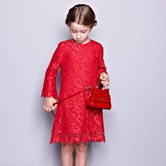 Как и с чем носить: красное кружевное платье, красная сумка