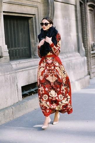 Модный лук: Красное платье-макси с вышивкой, Бежевые кожаные туфли, Черный меховой шарф