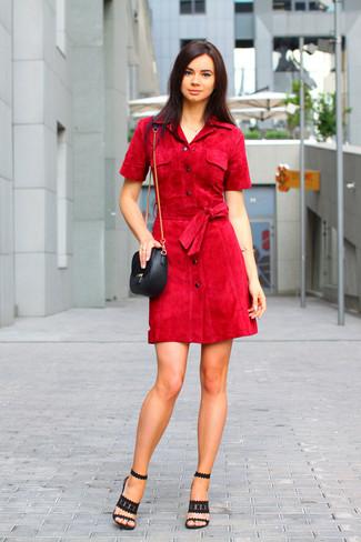 Темно-красное платье с черным.
