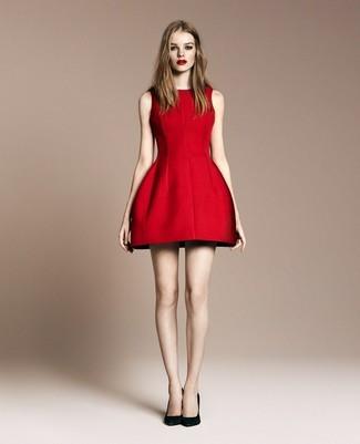 Модный лук: Красное платье с пышной юбкой, Черные замшевые туфли