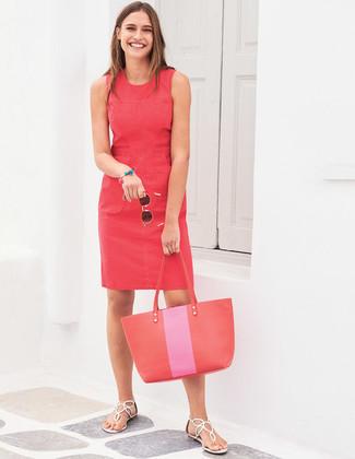 Как и с чем носить: красное платье-футляр, белые кожаные вьетнамки, красная кожаная большая сумка