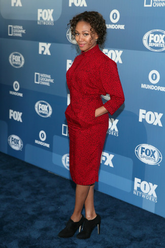 красное платье футляр с леопардовым принтом черные замшевые ботильоны large 27513