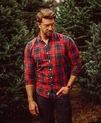 5ecc1ce8eef686d ... Модный лук: красно-черная рубашка с длинным рукавом в шотландскую клетку,  черные джинсы