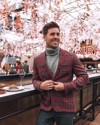 Как и с чем носить: красный шерстяной пиджак в шотландскую клетку, серая водолазка, темно-серые шерстяные классические брюки