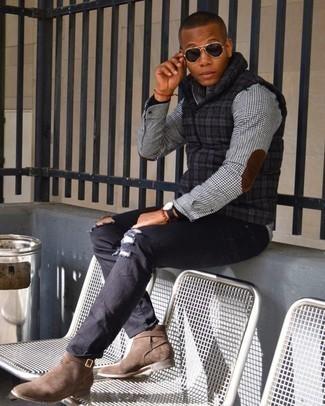 С чем носить черную водолазку мужчине: Черная водолазка и черные рваные джинсы помогут создать простой и функциональный ансамбль для выходного в парке или вечера в баре с друзьями. И почему бы не привнести в этот образ на каждый день немного консерватизма с помощью коричневых замшевых ботинок челси?