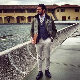 Как и с чем носить: серая куртка без рукавов, оливковый шерстяной пиджак, темно-синий жилет, голубая классическая рубашка