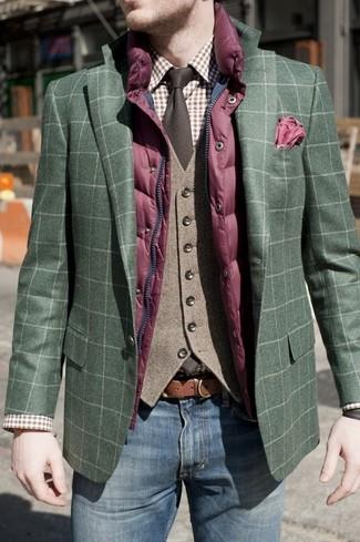 Как и с чем носить: пурпурная стеганая куртка без рукавов, темно-зеленый пиджак в шотландскую клетку, коричневый шерстяной жилет, коричневая классическая рубашка в шотландскую клетку