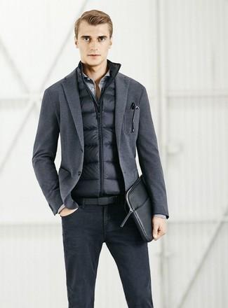 Как и с чем носить: черная куртка без рукавов, темно-серый вязаный пиджак, серая рубашка с длинным рукавом, черные джинсы