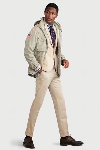 Как и с чем носить: мятная куртка в стиле милитари, бежевый костюм, бело-темно-синяя классическая рубашка в шотландскую клетку, темно-коричневые кожаные туфли дерби