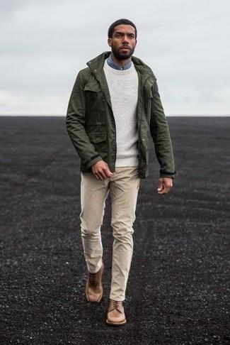 Как и с чем носить: оливковая куртка в стиле милитари, белый свитер с круглым вырезом, синяя джинсовая рубашка, бежевые брюки чинос