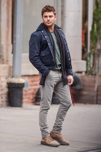 куртка в стиле милитари футболка с круглым вырезом джинсы ботинки шарф large 1308