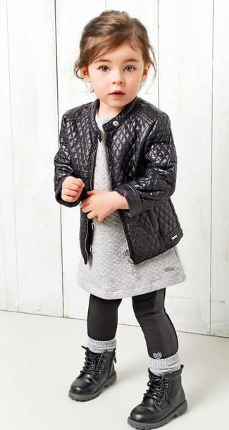 Как и с чем носить: черная кожаная куртка, серое платье-свитер, черные леггинсы, черные ботинки