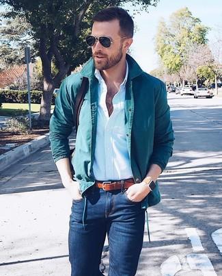 Как и с чем носить: темно-бирюзовая куртка-рубашка, голубая классическая рубашка в вертикальную полоску, темно-синие зауженные джинсы, темно-коричневая кожаная сумка почтальона