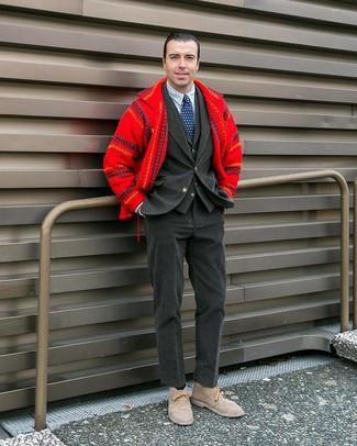 Как и с чем носить: красная шерстяная куртка-рубашка, темно-серый вельветовый пиджак, темно-серый жилет, бело-темно-синяя классическая рубашка в вертикальную полоску