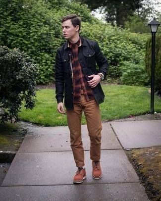 С чем носить разноцветную фланелевую рубашку с длинным рукавом мужчине: Разноцветная фланелевая рубашка с длинным рукавом и коричневые брюки чинос — прекрасный выбор, если ты ищешь раскованный, но в то же время модный мужской ансамбль. Весьма неплохо здесь будут смотреться коричневые замшевые туфли дерби.