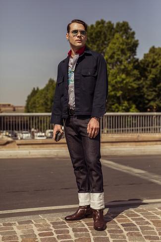 Как и с чем носить: темно-синяя куртка-рубашка, бело-темно-синяя рубашка с длинным рукавом в вертикальную полоску, черные джинсы, темно-коричневые кожаные ковбойские сапоги