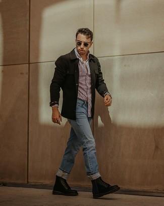 Мужские луки: Практичное сочетание черной куртки-рубашки и голубых джинсов однозначно будет привлекать взгляды прекрасных барышень. Черные кожаные повседневные ботинки — хороший вариант, чтобы закончить ансамбль.