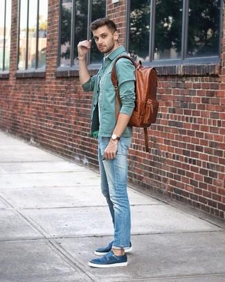 Как и с чем носить: мятная куртка-рубашка, голубая рубашка с коротким рукавом в вертикальную полоску, голубые джинсы, синие кожаные монки с двумя ремешками