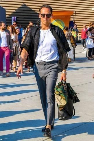 Черные кожаные туфли дерби: с чем носить и как сочетать: Знакомые оценят твой стиль, если увидят тебя в оливковой куртке-рубашке с камуфляжным принтом и серых брюках чинос. Любители экспериментов могут дополнить ансамбль черными кожаными туфлями дерби, тем самым добавив в него немного эффектности.