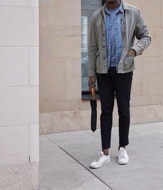 С чем носить серую куртку-рубашку мужчине: Серая куртка-рубашка и темно-синие брюки чинос — обязательные вещи в арсенале современного жителя большого города. Любишь поэкспериментировать? Заверши ансамбль белыми низкими кедами из плотной ткани.