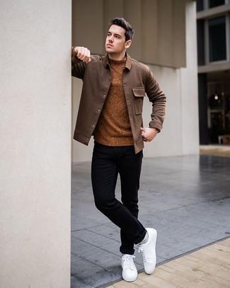 С чем носить табачный свитер с круглым вырезом мужчине: Табачный свитер с круглым вырезом смотрится стильно в паре с черными брюками чинос. Выбирая обувь, можно немного поэкспериментировать и закончить образ белыми низкими кедами из плотной ткани.